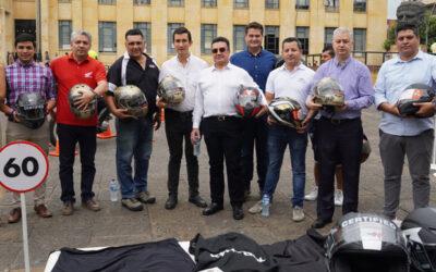 A partir del 1 de abril se les exigirá a los motociclistas el casco reglamentario