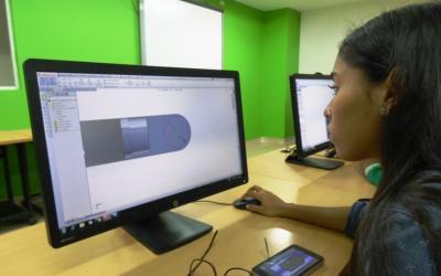 Jóvenes a conectarse con la alfabetización digital