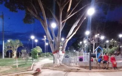 Alcaldía brindó, con una moderna iluminación, mayor seguridad en 10 parques de Bucaramanga