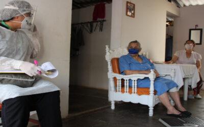 Profesionales del Isabu llegan hasta las viviendas para prestar un servicio médico a los ciudadanos