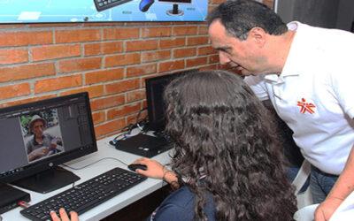 Ministerio de Educación Nacional abrió 30 mil cupos nuevos para que en los colegios oficiales culminen estudios con doble titulación