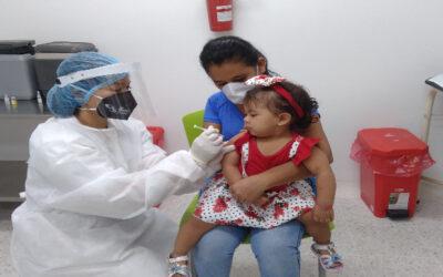 Es importante completar a tiempo los esquemas de vacunación en niños menores de 6 años