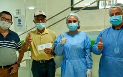Manos que llevan esperanza: Edward Caicedo, vacunador del ISABU