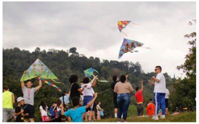 Los sueños de convivencia y paz volaron en el Festival de Cometas