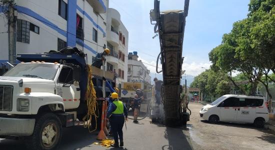 La Alcaldía de Bucaramanga continúa tapando los huecos en puntos críticos de la malla vial. Se impactarán 15 barrios.